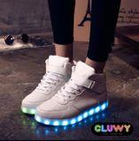 Beleuchtung LED Schuhe - weiße Turnschuhe